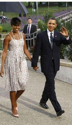 First Lady Michelle Obama Michael Kors Style Fashion Mr Obama, Barack Obama Family, Obamas Family, Malia Obama, Barrack And Michelle, Michelle And Barack Obama, Joe Biden, Durham, Presidente Obama
