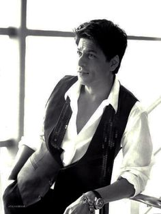 He makes sequins on a man look good. #SRK #Shahrukh #Bollywood