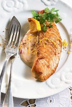 Peixe com limão siciliano  Receita: http://revistacasaejardim.globo.com/Casa-e-Comida/Receitas/Pratos-principais/Peixe-e-frutos-do-mar/noticia/2014/02/file-de-peixe-com-limao-siciliano.html