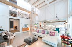 Architects Lluís Corbella and Marc Mazeres have converted a former dairy in Barcelona into a loft-style house featuring a suspended walkway and glass walls Casa Loft, Loft House, Design Studio, Home Design, Lofts, Architecture Renovation, Barcelona Apartment, Apartment Renovation, Interior Decorating