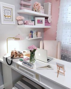 25 Chic Office Desk Arrangements for your home office. Treat yourself and makeover your home office. Home Office Space, Home Office Design, Office Designs, Office Workspace, Apartment Office, Office Setup, Office Spaces, Office Desk Lamps, Office Furniture