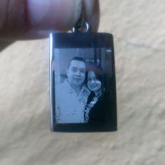 Joyas con la foto de un ser querido esposa hermano hija padres etc.  http://Mgrabados.com  #Mgrabados #Joyas #Foto #Familiar #Pareja #Colombia #Recuerdos #Amor
