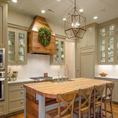 20 Admirable Farmhouse Kitchen Decor Ideas Make Cooking More Fun - Farmhouse kitchens have become timeless classics that are now replicated not only within spacious country properties but have also become a popular ch. Old Kitchen Tables, Wood Kitchen Island, Kitchen Countertops, Modern Farmhouse Kitchens, Farmhouse Style Kitchen, Country Kitchen Designs, Kitchen Trends, Kitchen Ideas, Cuisines Design