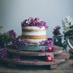 Get inspired with these gorgeous naked cakes & what makes them so enchanting! {Linda Lomelino}