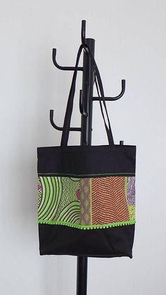 Sac cabas Tote Bag tissu noir épais et wax africain motifs graphiques vert  orange violet rose d391b9fd0b4