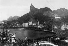 Rio antigo..Corcovado e ao fundo Pedra da Gávea. Sei lá, 1950?