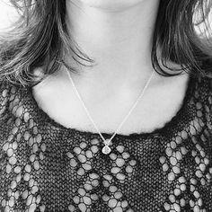Halskette mit einem Wollknäuel Jewelry Knots, Knitting, Neck Chain, Silver, Tricot, Cast On Knitting, Stricken, Crocheting, Knits
