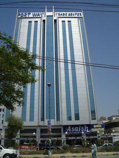 Portway Trade Centre, Karachi. (By www.flickr.com/photos/56263416@N00/)