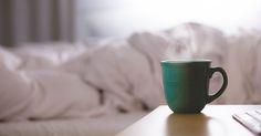 """Tweet Share 0 +1 Pinterest 0 La nostra sveglia suona e noi premiamo il pulsante posponi. Succede questo più di una volta. A quel punto, senza tempo da perdere, saltiamo giù dal letto, ci precipitiamo sotto la doccia, voliamo fuori di casa indossando una maglietta sgualcita, e prendiamo un rapido caffè sul tragitto che ci porta la lavoro. In fin dei conti, viviamo ogni mattina, come fosse il """"giorno della marmotta"""", sempre ripromettendoci di fare diversamente l'indomani. Anche se questo tipo…"""