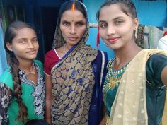 My Family Picture, Family Pictures, Indian Natural Beauty, Indian Girls Images, Sari, Fashion, Saree, Moda, Family Photos