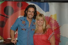 Jake Owen with a fan at the 2010 CMA Music Fest!
