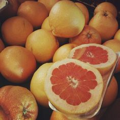 """#Sunday morning #FarmersMarket #ilovela #iheartla #food #foodie #fruit #grapefruit"""