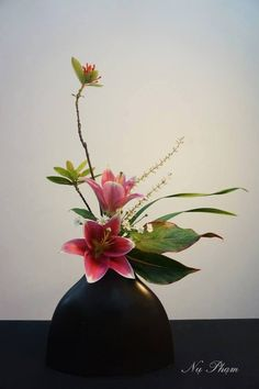 Faux flowers for decor. Modern Floral Arrangements, Creative Flower Arrangements, Ikebana Flower Arrangement, Ikebana Arrangements, Beautiful Flower Arrangements, Beautiful Flowers, Art Floral, Deco Floral, Exotic Flowers