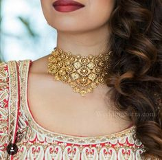 Azva gold jewellery on the WeddingSutra bride Indian Wedding Jewelry, Indian Jewelry, Bridal Jewelry, Gold Chocker, Gold Choker Necklace, Gold Necklaces, Necklace Set, Gold Jewelry Simple, Necklace Designs