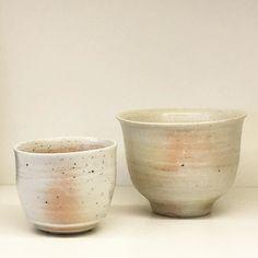 酒井敦志之作白磁焼締ぐい呑とカップ酒井敦志之個展IGAPPE10/1まで最終日は酒井さん在廊予定です #織部 #織部下北沢店 #陶器 #器 #ceramics #pottery #clay #craft #handmade #oribe #tableware #porcelain