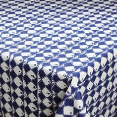 The lovely Frisco fabric from Almedahls was designed by Marianne Westman in 1952. The blue patterned series was originally created for porcelain but can today be found on fabric and other stylish home accessories. Frisco is a real classic and perfect for you who like retro design. The fabric is suitable for curtains, cushions or maybe as a beautiful table cloth!