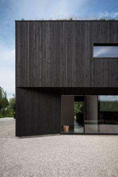 architecture - A Minimalist Dutch Villa by FilliéVerhoeven Architects House Cladding, Timber Cladding, Exterior Cladding, Stucco Exterior, Exterior Paint, Wood Architecture, Minimalist Architecture, Residential Architecture, Drawing Architecture