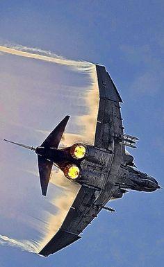 McDonnell Douglas Phantom II - a truly badass bird Military Jets, Military Aircraft, Fighter Aircraft, Fighter Jets, Photo Avion, F4 Phantom, Jet Plane, Aviation Art, War Machine