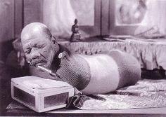 O Rescator: Reencarnação de Buda, ou mais um show de aberrações? O Homem Minhoca uma das Atrações dos Shows de P. T. Parnum. Imagem Integrante do Blog O Rescator