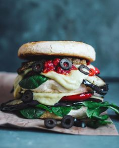 "SAM ☾ MELBOURNE on Instagram: ""The Pizza Burger. Flat Grilled Buns layered between grilled eggplant, red bell pepper, grilled mock chick'n, olives, spinach, sundried tomato sauce & melty vegan cheese. Holla. Recipe in the comments. #bestofveganburger"""