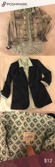 J Crew The Perfect Shirt XS - Green & Navy Print Dress it up or down - XS Perfect Shirt by JCrew. Excellent condition! J. Crew Tops Button Down Shirts