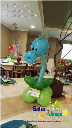 Centro de mesa en globoflexia #SaltayJuega info. 5797-0571 #pvz #plantsversuszombies #zombie #balloons #birthday #decor #peashooter #icepea