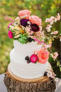 flower topped wedding cake / http://www.himisspuff.com/200-most-beautiful-wedding-cakes-for-your-wedding/17/