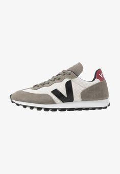 Veja RIOBRANCO - Sneaker low - gravel/black/marsala - Zalando.at Marsala, Sneakers, Shopping, Shoes, Black, Fashion, Tennis, Moda, Slippers