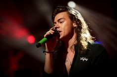 21 Times Harry Styles' Hair Shone Like God Herself In 2015