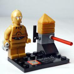 C3PO (Star Wars) - Marca: Decool Código: MOSW004 - Contenido (     1 minifigura     1 arma     base soporte con accesorios (como describe la foto) Minifigura de androide de protocolo C3PO. Multimarca y compatible.