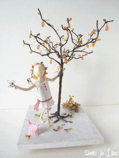 figurine_creation_dame la lune_ petite Léoniesous son poirier