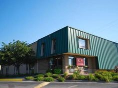 Winchester (VA) Econo Lodge North United States, North America Econo Lodge North is conveniently located in the popular Winchester area. The hotel offers guests a range of services and amenities designed to provide comfort and convenience. Service-minded staff will welcome and guide you at the Econo Lodge North. Air conditioning, telephone, internet access – LAN (complimentary), television, satellite/cable TV can be found in selected guestrooms. The hotel offers various recrea...