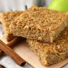 Apple Cinnamon Oatmeal Bars - Iowa Girl Eats Apple Cinnamon Oatmeal Bars are a healthy, gluten-free breakfast or snack recipe that taste decadent but are made without refined sugar. These are a hit with kids! Oatmeal Breakfast Bars, Oatmeal Bars, Oat Bars, Breakfast Cookies, Breakfast Bars Healthy, Apple Bars, School Breakfast, Baked Oatmeal, Corn Dog Muffins