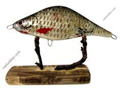 Exclusive #jerkbait unique masterpiece, covered by real fish skin. ES: Jerkbaits exclusivos únicos - 100% elaborados a mano de madera robusta de álamo, recubiertos con piel de pescado . DE Exklusive Jerkbaits - echte Unikate! 100% handgefertigt aus robustem Pappelholz, mit echter Fischhaut bezogen #fishing #angeln #pesca www.realwobbler.com #skinlure