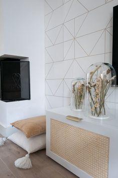 Decorate your Ikea Besta closet with this simple DIY hack. Hippie Style Rooms, Besta Hack, Closet Hacks, Hippy Room, Minimalist Home Interior, Minimalist Living, Creation Deco, Ikea Bedroom, Amazing Decor
