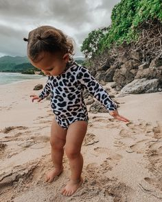 Sweetest little beach babe. Seriously debating never coming home. Also, side note it'd be wonderful if all her swimsuits came in my size🤩 Cute Baby Names, Cute Little Baby, Baby Girl Names, Kid Names, Baby Boys, Cute Baby Pictures, Newborn Pictures, Baby Photos, Cute Baby Girl Outfits