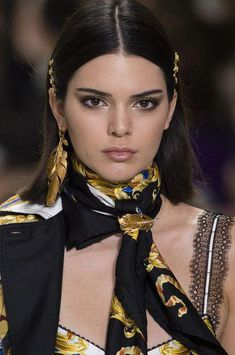 Hair Accessories Versace, Spring 2018 - Dazzling Hair and Beauty Details Straight From the Milan Runways - Photos - Versace, Spring 2018 - Spring Hairstyles, Hairstyles For Round Faces, Vintage Hairstyles, Black Women Hairstyles, Bun Hairstyles, Korean Hairstyles, Hairstyles Videos, Baddie Hairstyles, Casual Hairstyles