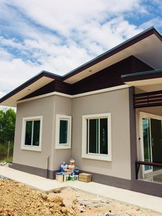 Simple House Painting 68 Ideas For 2019 Small Bungalow, Modern Bungalow House, Modern House Plans, House Paint Exterior, Exterior House Colors, Victorian House Interiors, Small House Exteriors, Simple House Design, Facade House