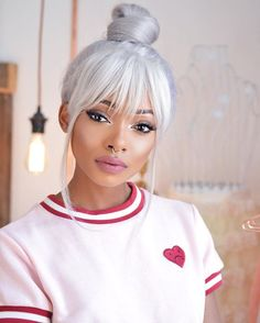 Amazing grey hair, I love the top bun Hair Inspo, Hair Inspiration, Looks Pinterest, Natural Hair Styles, Long Hair Styles, Hair Styles 2016, How To Draw Hair, Silver Hair, About Hair