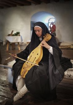 Sister Blanche plays her vieille in the donjon of castle Thun in Switzerland (built 1170 ad). She is wearing the typical garments of a late 12th century canoness. The vieille is a reconstruction of the period instrument. Comthurey Alpinum, Reenactment 1180 ad.