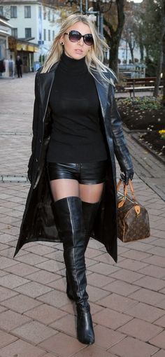 Black Leather Gloves, Leather Shorts, Leather Outfits, Sexy Latex, Bohemian Boots, Sexy Women, Women Wear, Skirts With Boots, Fall Outfits