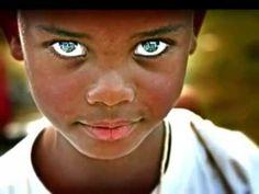 Los ojos mas hermosos del mundo (The most beautiful eyes in the world)