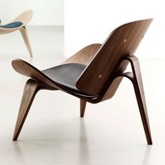 / Shell Chair is the most iconic design of Hans Wegner. Minimalistic but generous lounge chair, guarantees comfort and stability. By Carl Hansen & Søn. Danish Furniture, Plywood Furniture, Cheap Furniture, Modern Furniture, Furniture Design, Luxury Furniture, Furniture Ideas, Furniture Cleaning, Furniture Removal