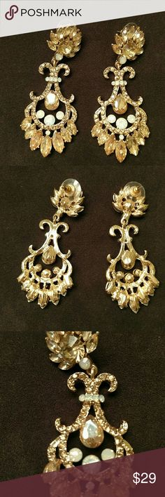 🌸HOST PICK🌸 Beautiful statement earrings The pics tell it all. These are stunning earrings. The total length is 2-3/4 inches. Gold tone, with light peach and white stones. Boutique Jewelry Earrings