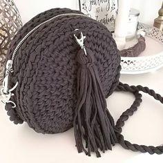 Ostatnio taka oto torebka na szydełku wyszła mi😊..#handmadecrafts #handmade #rękodzieło #lubiętworzyć #roundbags #spagettibag #handmadebag #graybag #okrągłatorebka #torebkidamskie #naszydełku #mojedzieło Gucci Soho Disco, Crochet, Bags, Diy, Fashion, Handbags, Moda, Bricolage, Fashion Styles