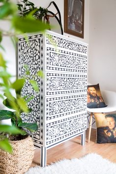 DIY faux bone inlay chest of drawers Bone inlay everything is the bee's knees right now. Here's a simple tutorial on how to make beautiful DIY faux bone inlay chest of drawers - an iKEA hack. Art Furniture, Refurbished Furniture, Upcycled Furniture, Shabby Chic Furniture, Furniture Makeover, Painted Furniture, Furniture Design, Painted Dressers, Funky Furniture