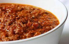 La sauce bolognaise, la recette d'un grand classique italien incontournable à marier avec vos pâtes et à déguster en famille. Les jeunes l'adorent.