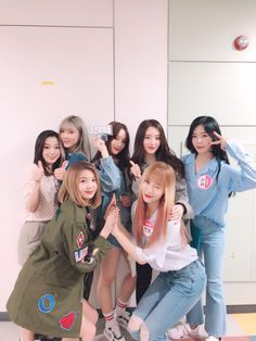 all — dreamcatcher Extended Play, South Korean Girls, Korean Girl Groups, Dreamcatcher Wallpaper, Mode Ulzzang, Korean Best Friends, Friends Moments, Korean Couple, Metal Girl