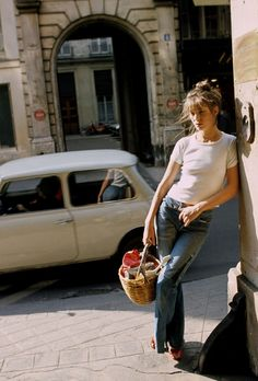"""Posted on """"Style icon – Jane Birkin; style above fashion""""Style icon – Jane Birkin; style above fashion Serge Gainsbourg, Gainsbourg Birkin, Charlotte Gainsbourg, Estilo Jane Birkin, Jane Birkin Style, Lauren Hutton, Mode Style, Style Me, Simple Style"""