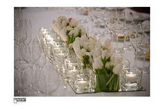 660f84d3adf4 centrotavola candele e tulipani bianchi Centrotavola Floreali
